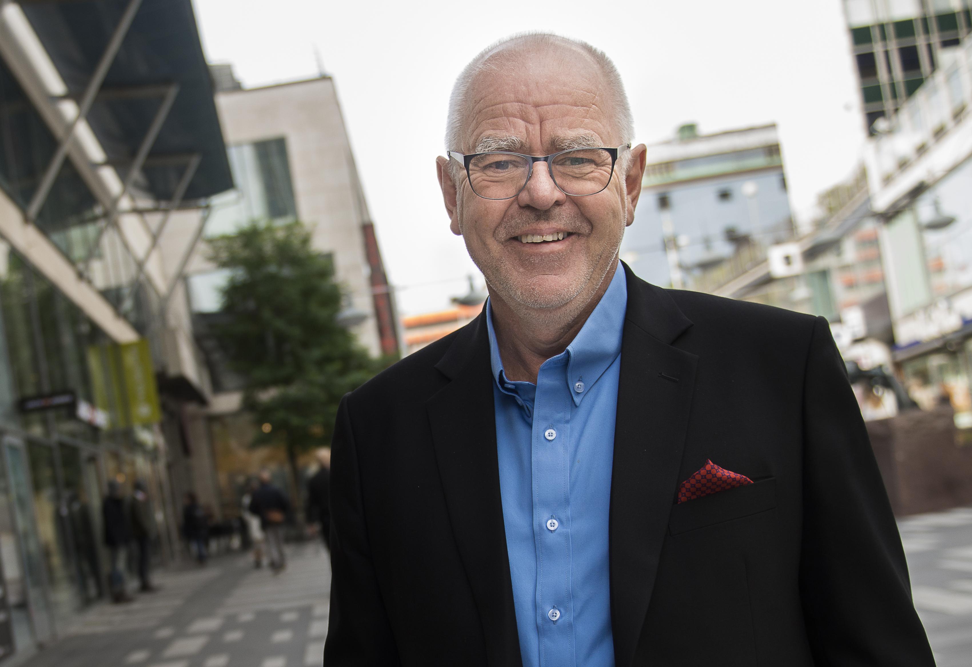 <?php echo <Hans Alexandersson>